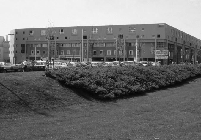 Les 80 logements sociaux de Courcouronnes, construits en 1983 (© Paul Chemetov )
