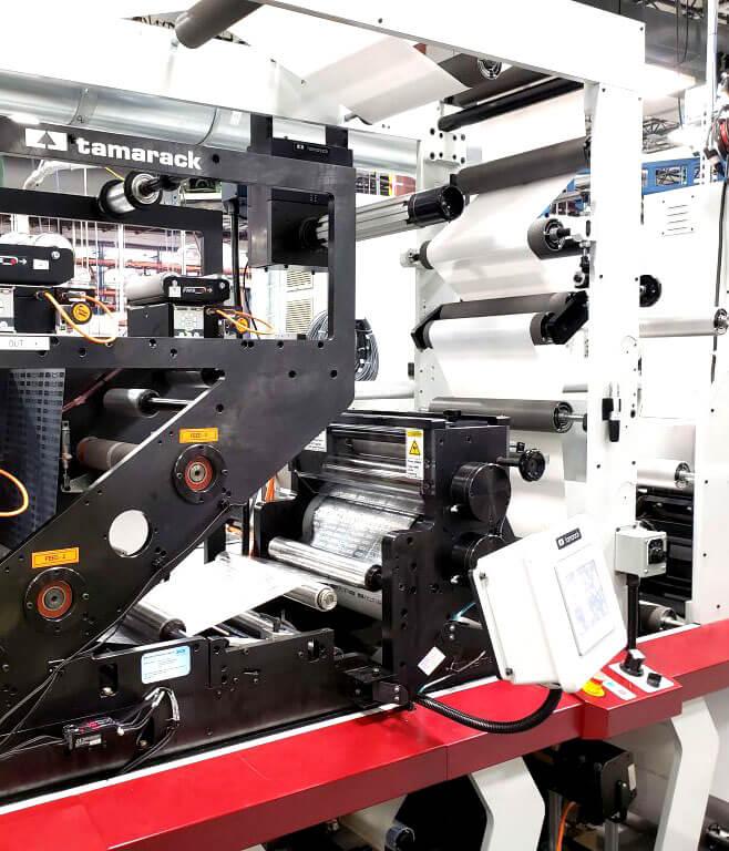 Máy móc sản xuất nhãn mác hiện đại
