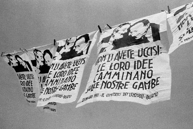 N°6 SICILIA 1992. IL COMITATO DEI LENZUOLI NACQUE A PALERMO PER STIMOLARE I CITTADINI AD ESPORRE UN LENZUOLO CONTRO LA MAFIA.