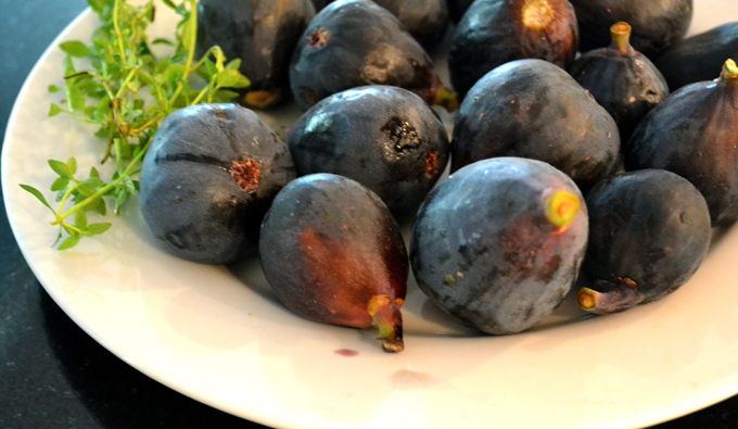 Fresh-figs-and-thyme-