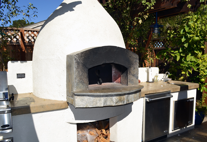 Outdoor forgo or pizza oven | labellasorella.com