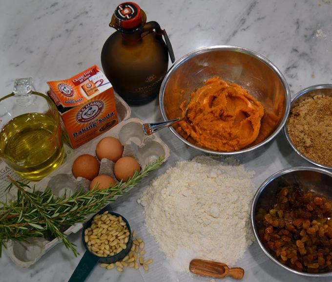 Pumpkin cake with rosemary ingredients | labellasorella.com