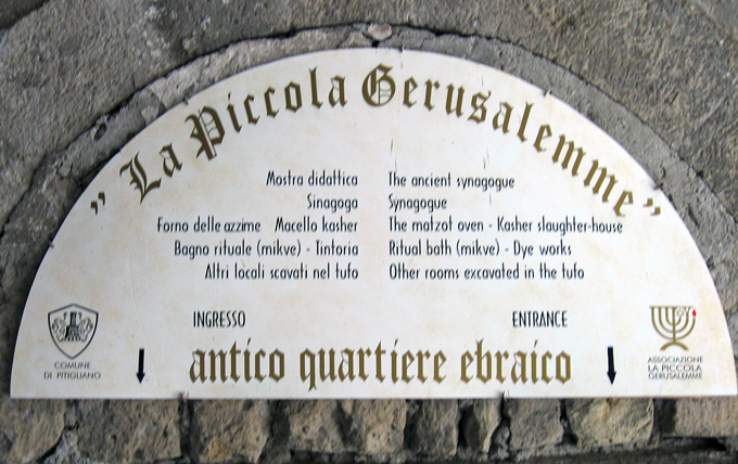 Pitigliano ancient Jewish quarter sign | labellasorella.com