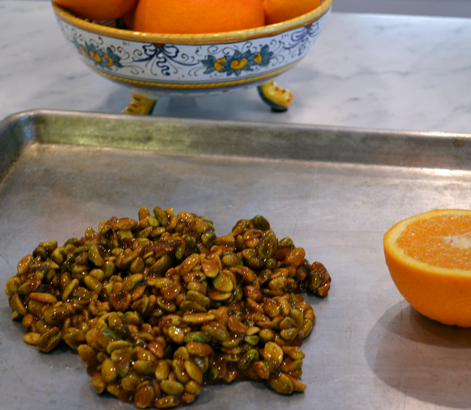 Pistachio-Brittle / Croccante - spreading the molten mixture | labellasorella.com
