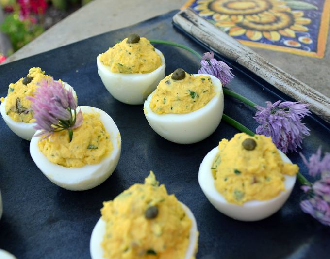Deviled Eggs with Anchovy, the perfect accompaniment for any cocktail | labellasorella.com
