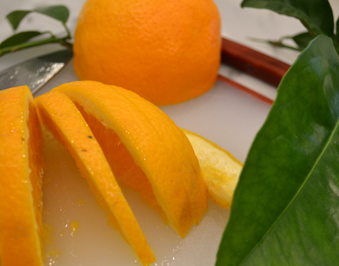 Freshly picked orange to garnish an Aperol Spritz | labellasorella.com