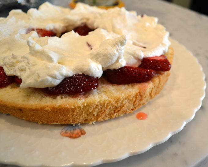 Freshly whipped cream and berry filling for Summer Celebration Cake | labellasorella.com