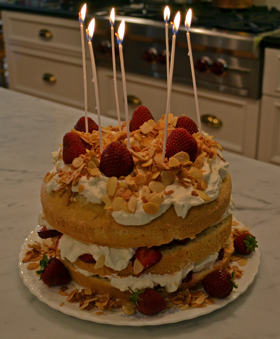 Summer Celebration Cake, time to blow out the candles. | labellasorella.com