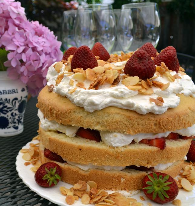 Let them eat Summer Celebration Cake | labellasorella.com