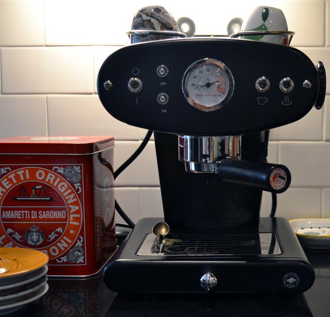 Espresso time...let's turn on the espresso machine and get ready for Caffe Shakerato | labellasorella.com