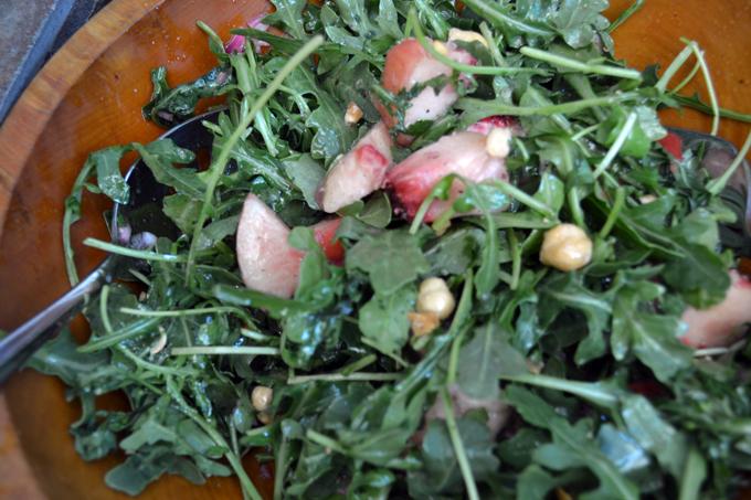 White Peach with Arugula Salad, the perfect summer salad   labellasorella.com