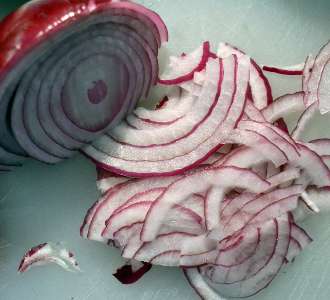Thinly sliced red onion ready to be marinated in red wine vinegar | labellasorella.com