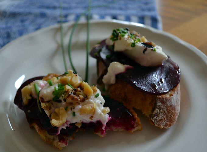 Beet & Burrata Bruschetta for one | labellasorella.com