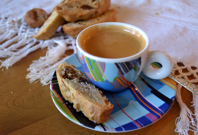 Fig Biscotti and an espresso | labellasorella.com