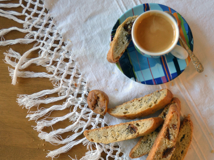 Fig Biscotti with a nice espresso, and a few to nibble on later | labellasorella.com