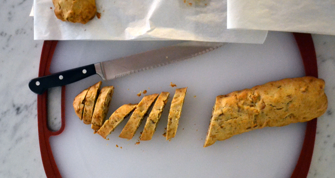 Slicing the biscotti | labellasorella.com