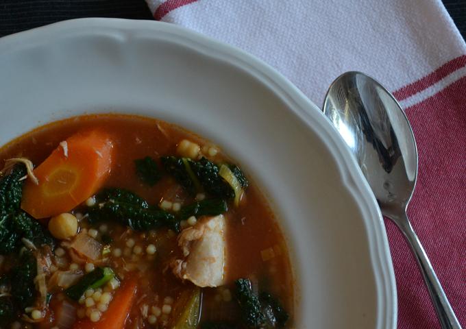 A hearty make ahead dish - Chicken Vegetable Soup | labellasorella.com