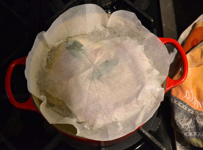 Parchment paper is the ideal way to cover a whole chicken | labellasorella.com