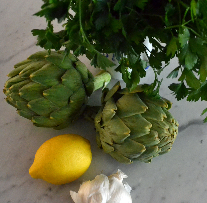 Fresh artichokes along with some basic elements | labellasorella.com