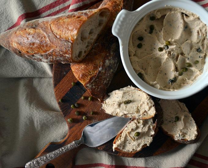 Tuna Spread with Capers the perfect accompaniment to an aperitivo | labellasorella.com