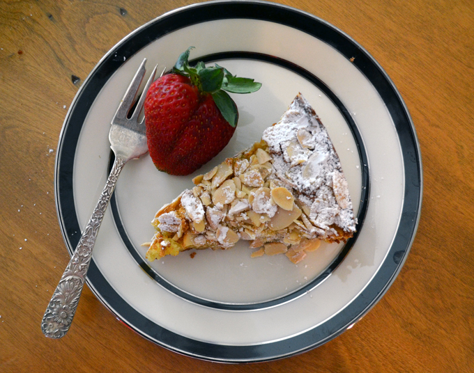 A perfect slice of Italian Almond Cake | labellasorella.com