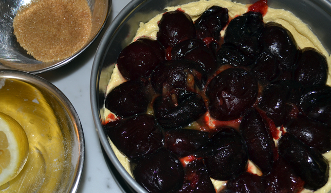 Plums arranges and ready to be topped with sugar & lemon juice | labellasorella.com
