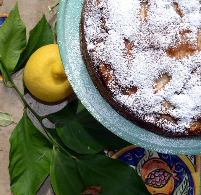 Apple & Olive Oil Cake | labellasorella.com