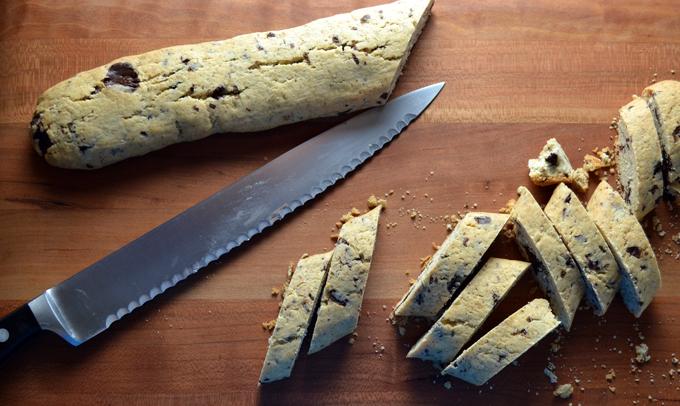 Slicing the cooled biscotti   labellasorella.com