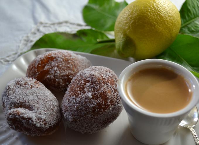 Lemon scented Bomboloni | labellasorella.com