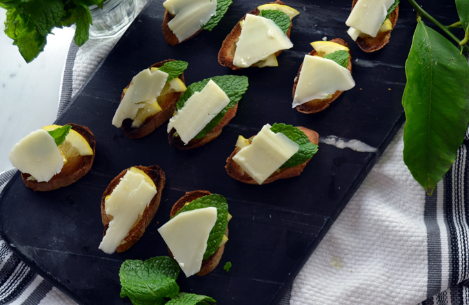 Lemon & Sheep's Milk Cheese Crostini | labellasorella.com