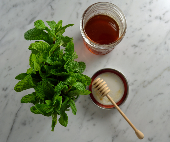 Local honey and fresh mint | labellasorella.com