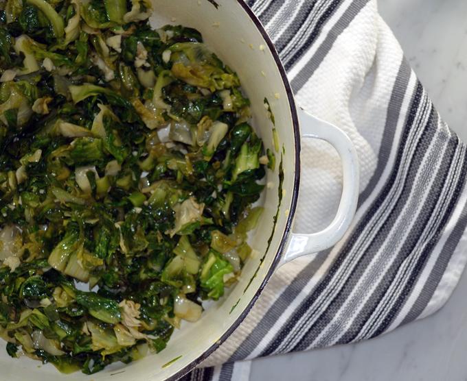 Sautéed escarole with garlic and olive oil | labellasorella.com