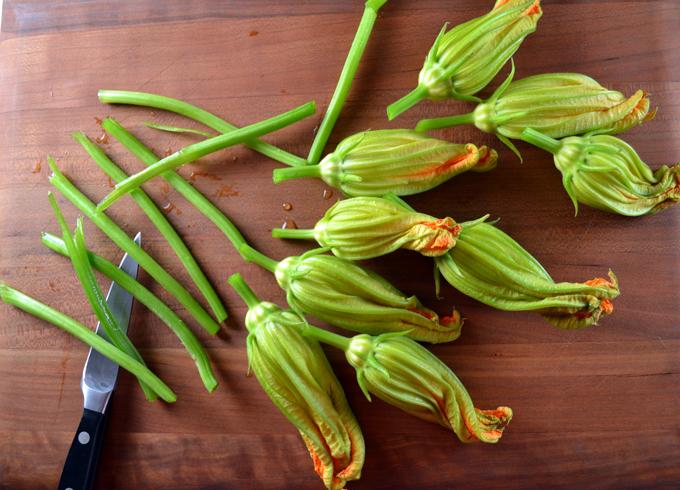 Trimming the stems | labellasorella.com