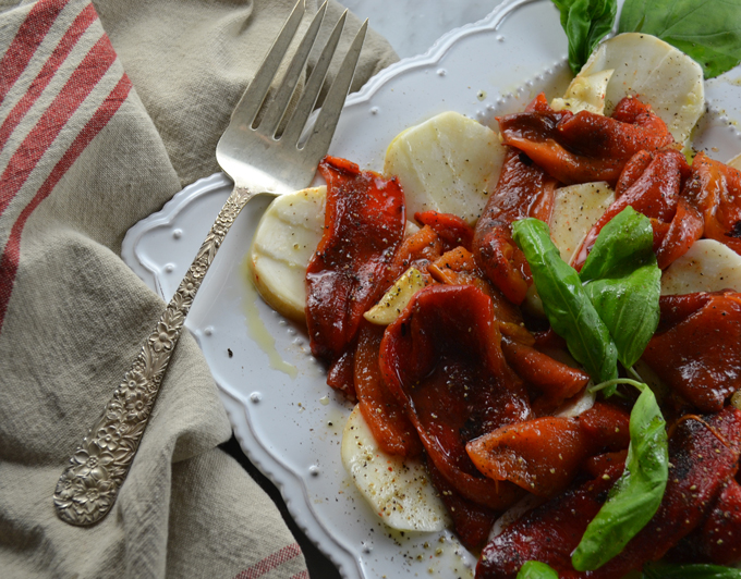 Red Roasted Peppers with Smoked Mozzarella | labellasorella.com