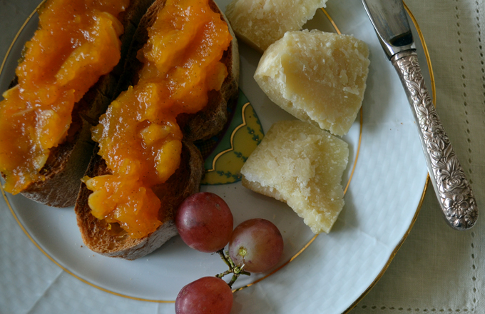 Butternut Squash Jam with Parmigiano and fresh fruit | labellasorella.com