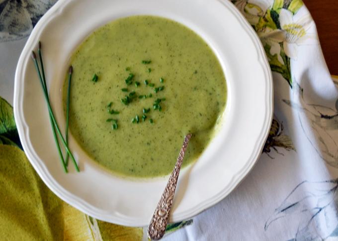 Zucchini Potato Soup | labellasorella.com