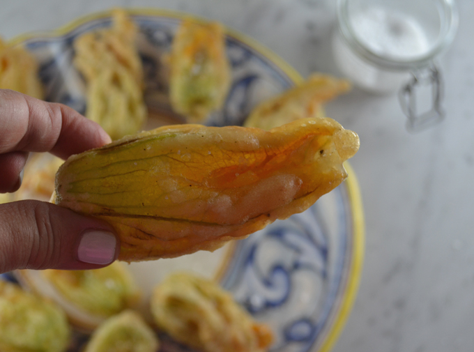Golden and crisp Fried Zucchini Blossoms | labellasorella.com