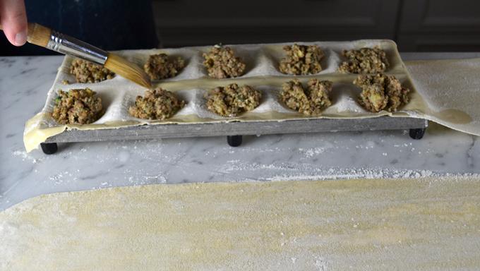 Filling the pasta | labellasorella.com