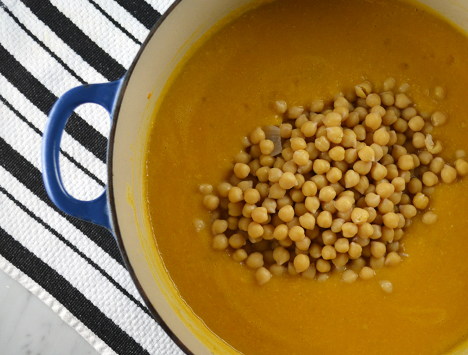 Finishing the soup with the reserved ceci beans  labellasorella.com