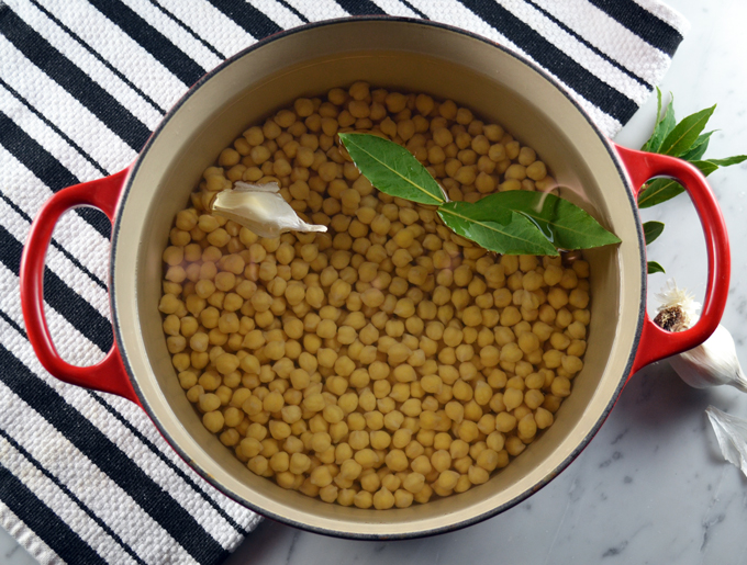Soaking the dried ceci beans | labellasorella.com