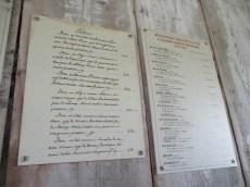 Französischsprachige Verkauftafel mit Preisen für Sklaven (rechts Transkription mit Umrechnungen in heutige Preise)