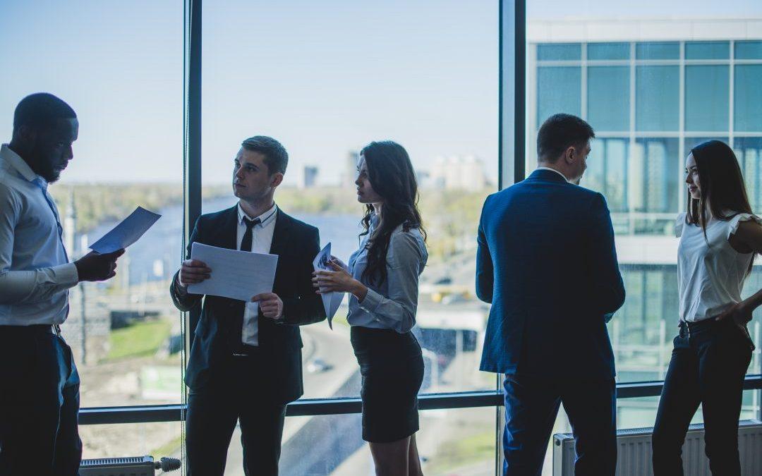 Você quer construir uma rede de contatos que ajude sua carreira, mas não sabe como? Confira nossas dicas para fazer networking profissional com sucesso!