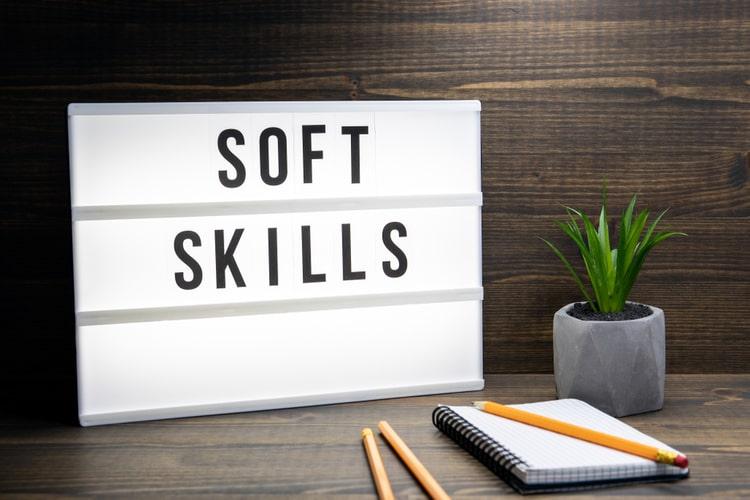 O desenvolvimento das soft skills não só é benéfico quando falamos de vida profissional, mas se estende para todos os âmbitos da vida