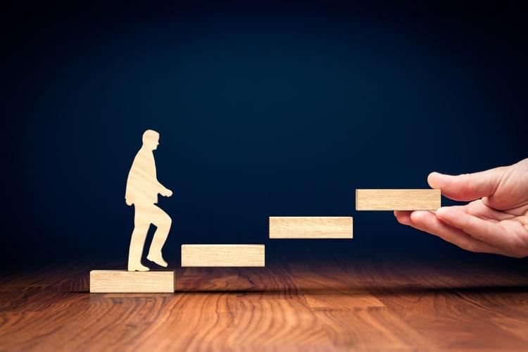Gestão de carreira: por que o autoconhecimento é a peça-chave para se ter sucesso e trabalhar com mais propósito?