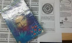 Matériel de base: un livre et des étiquettes