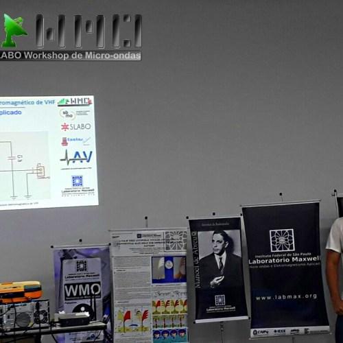 Apresentação da pesquisa Gerador de Pulsos VHF da UFABC com o Sr. Samuel.