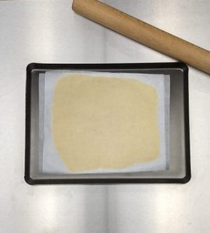 - Prepare 2 sheets of parchment paper at the size of 35*25cm.<br> - Mix butter and sugar, add flour and mix until homogenous.<br> - Roll out the batter very thinly and evenly between the two prepared sheets of parchment paper. <br> - Freeze.