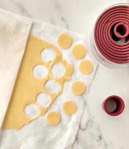 Craquelin disks cut from frozen dough