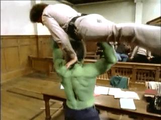 Hulk au tribunal. Image extraite de Le procès de l'incroyable Hulk.
