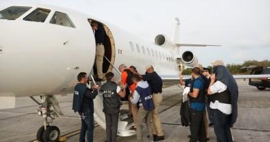Deportan a cinco italianos acusados de varios delitos en su país